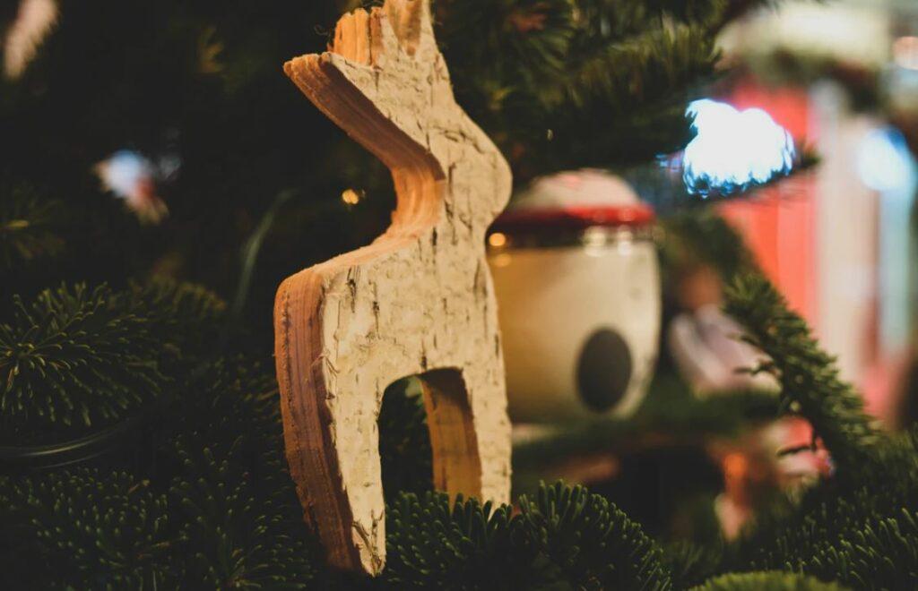 wooden-reindeer